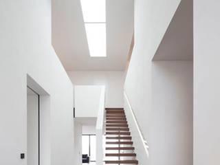 Einfamilienhaus:  Flur & Diele von Innenarchitektur und Kunst