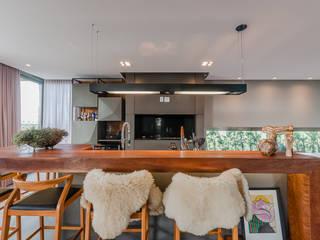 Residência em Condomínio: Salas de jantar  por ME Fotografia de Imóveis