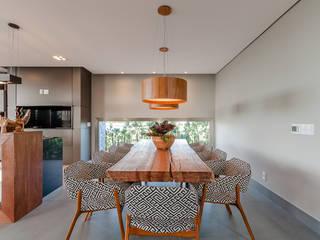Modern Dining Room by ME Fotografia de Imóveis Modern