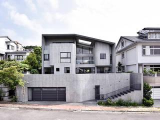 光合之家 現代房屋設計點子、靈感 & 圖片 根據 行一建築 _ Yuan Architects 現代風