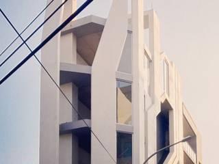 共居之家 現代房屋設計點子、靈感 & 圖片 根據 行一建築 _ Yuan Architects 現代風