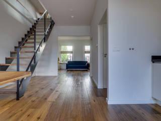 Modern Living Room by CMOarchitect bna Modern