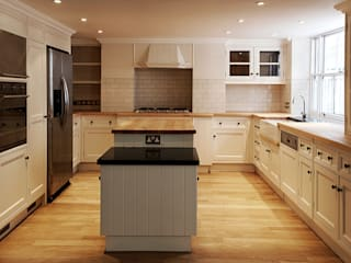 Kitchen:  Kitchen by Prestige Architects By Marco Braghiroli