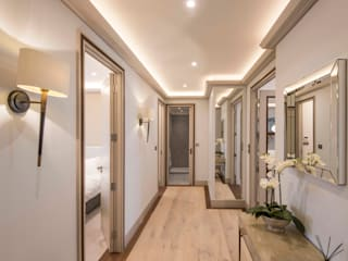 Hall:  Corridor & hallway by Prestige Architects By Marco Braghiroli