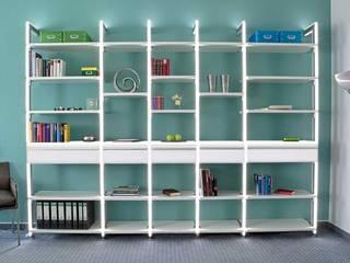 Moderne Bürowand CADIS:   von FRANK Schranksysteme GmbH & Co. KG