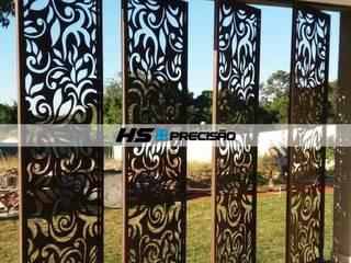 Divisórias, Portas decorativas, Guarda-Corpo, Painéis para parede, Fachadas e Portões.  : Casas  por HS Precisão - Metal Design,Moderno