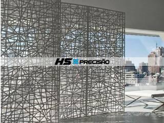 Divisórias, Portas decorativas, Guarda-Corpo, Painéis para parede, Fachadas e Portões.  : Paredes  por HS Precisão - Metal Design,Moderno