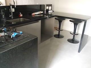 homify Kitchen units Black
