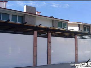 Casa San Carlos Metepec nivel medio-alto: Casas unifamiliares de estilo  por Arkisav
