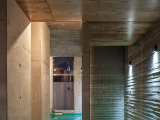 Piscinas de estilo minimalista de Ciudad y Arquitectura Minimalista