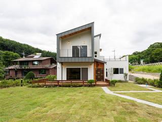 포천 직동리 목조주택 (35py): 한다움건설의  목조 주택