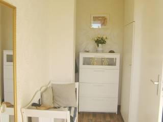 FENG SHUI-BERATUNG IM NORDEN Corridor, hallway & stairsDrawers & shelves White