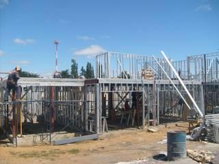 AEG Arquitectura, Asesoría y Construcción. Detached home Iron/Steel Red