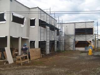 AEG Arquitectura, Asesoría y Construcción. Einfamilienhaus Eisen/Stahl Rot