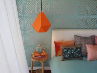 Suite Tangerinas & Pêssegos: Quartos ecléticos por Tangerinas e Pêssegos - Design de Interiores & Decoração no Porto
