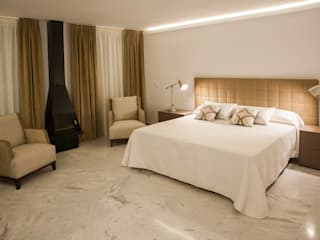 Modern style bedroom by MEDITERRÁNEO ESTUDIO DECOR S.L Modern