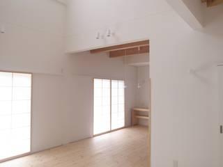 吉田法花堂の家: 萩野建築設計が手掛けたリビングです。