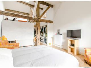 Reforma de Atico en Pamplona Dormitorios de estilo minimalista de TALLER VERTICAL Arquitectura + Interiorismo Minimalista