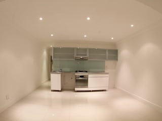 Alex Jordaan Construction Modern living room