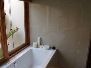 Alex Jordaan Construction Modern bathroom