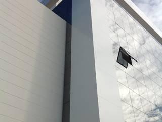 Centro de Farmacologia Escritórios modernos por Fabiana Bez | Arquitetura Contemporânea Moderno