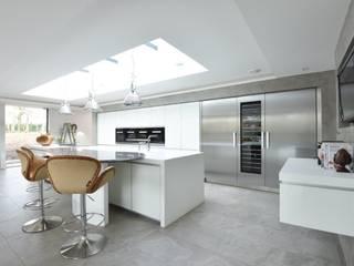 Mr & Mrs Dunne's award winning kitchen:  Built-in kitchens by Diane Berry Kitchens