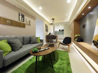 Modern Living Room by 見本設計 Modern