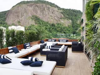 TRIDI arquitetura Balcones y terrazas de estilo moderno