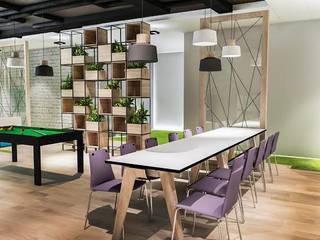Strefa chill w Bosch Polska: styl , w kategorii  zaprojektowany przez FusionDesign
