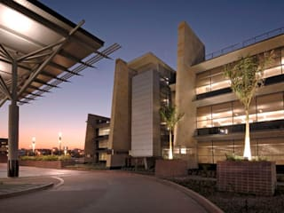Standard Bank Regional Head Office by Elphick Proome Architects Modern