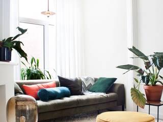 Woonkamer van FORM MAKERS interior - concept - design Eclectisch Wol Oranje