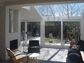 Modern living room by Studio Blanca Modern