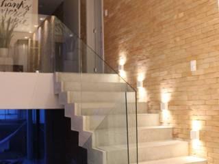 Casa H24 Interiores Corredores, halls e escadas modernos por Opus Arquitetura e Urbanismo Moderno