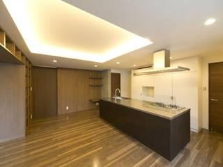 K邸: 隠れ家のある家: OLC JAPAN 一級建築士事務所が手掛けたダイニングです。