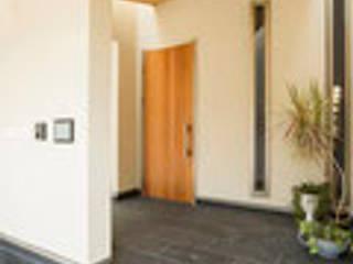 古市の家 建築工房 感 設計事務所 モダンスタイルの 玄関&廊下&階段