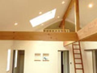 茨木の家: 建築工房 感 設計事務所 が手掛けた屋根です。,