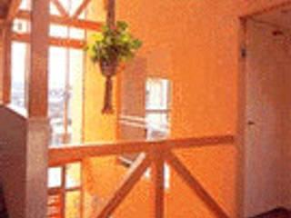 秦野Alley モダンスタイルの 玄関&廊下&階段 の 一級建築士事務所 サイコ モダン