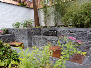 Fontaine en schiste:  de style  par Urban Garden Designer