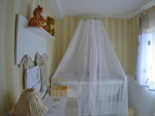 quarto bebê:   por DE Arquitetura e Decoração,Eclético