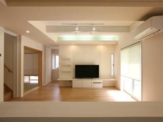 リビング: 吉田設計+アトリエアジュールが手掛けたリビングです。