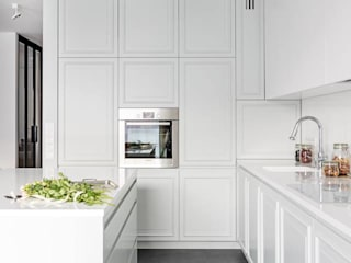 Apartament na Artystycznym Żoliborzu : styl , w kategorii Kuchnia zaprojektowany przez OIKOI