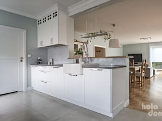 HOLADOM Ewa Korolczuk Studio Architektury i Wnętrz Built-in kitchens Solid Wood White