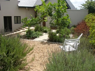 Potager: modern Garden by Enchanting Gardens