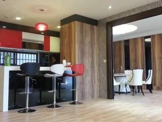 大里150坪敎授夫妻輕齡別墅設計裝修案:  餐廳 by 登品空間規劃工程有限公司