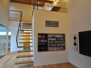 富山のS邸: 辻谷誠建築研究所が手掛けたリビングです。