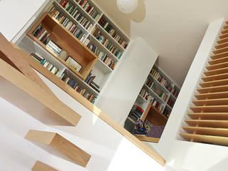 Corridor & hallway by Paradigm Design House