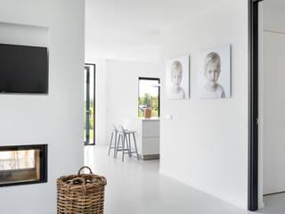 Modern woonhuis aan het water Moderne woonkamers van BNLA architecten Modern
