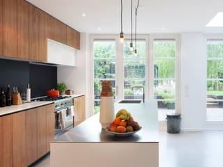 Moderne dijkwoning in Amsterdam Moderne keukens van BNLA architecten Modern