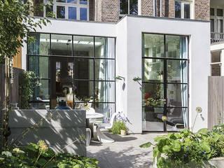 Lichte luxe woning grenzend aan de tuin Moderne huizen van BNLA architecten Modern