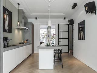 現代廚房設計點子、靈感&圖片 根據 BNLA architecten 現代風